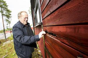 Taket, grund och väggar är i mycket dåligt skick. Vandrarhemmet ska bort, men Håkan Jönsson vill att det ersätts med något nytt.