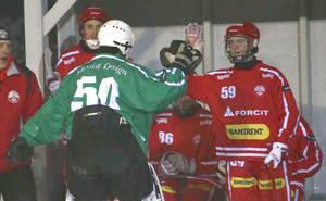 Felix Blomqvist, till höger, i Nitro/Noras tröja.