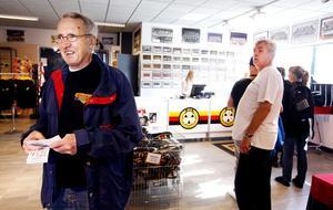 Stig Svensson har nyss köpt åtta rykande färska biljetter till hemmapremiären mot HV 71.