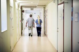 Två medarbetare inom omvårdnadsförvaltningen på Söderhamns kommun tycker att det är för mycket onödig negativitet bland personalen. (Personerna på bilden har inget att göra med personerna som uttalar sig i artikeln.)