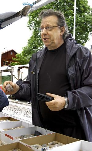 Vänligt. Sten-Åke Svensson handlar på uppdrag av en vän och vill hitta något lokalt.