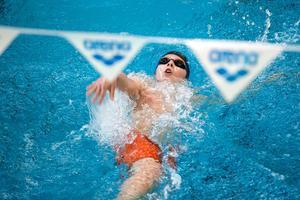 I två dagar har simmare från hela Mellansverige tävlat mot varandra. Både individuellt och i lag.