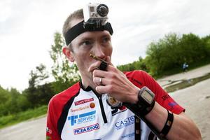 GoPro-kamera och GPS-klocka, Markus Frödin använder tekniken för att lära sig av sina misstag – och sina bra beslut – i skogen.