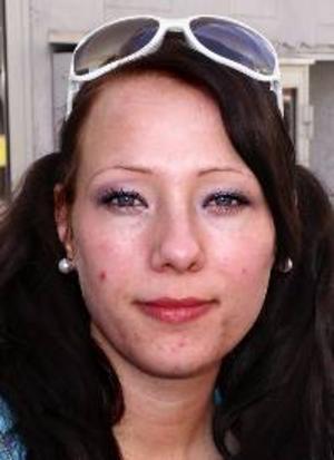 Nathalie Lundin, 22 år, Torvalla:– Nej, det gör jag inte. Jag dricker hellre kaffe. Energidrycker är så söta, och man blir nog piggare av en kopp kaffe.