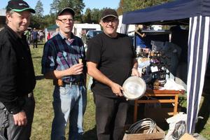 Kjell-Åke Holmström och Sven-Erik och Sven-Olof Jansson hade åkt ända från Grangärde, Ludvika för att gå på veteranmarknaden. Skönt väder och lugnt tempo är plus, tycker de.