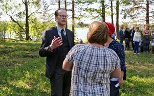 Stefan Röjelid, brorsbarn i femte led till Catharina Ulrica, talade vid ceremonin. Foto: Johnny Fredborg