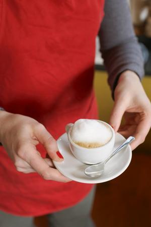 En varadagslyx för en själv, eller för att bjuda gästerna på något extra. Espressomaskinerna har ökat i popularitet.