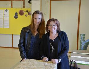 Elisabeth Oxelhöjd och Pernilla Eurenius representerar kommunen och Café Inbetween, två samarbetspartners i utställningsprojektet.