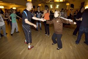 Tord-Ivar Fredin från Delsbo dansar med Bianca Eriksson som hade åkt från Sundsvall.