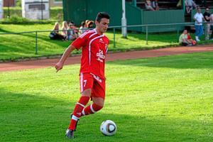 Inhopparen Karwan Azizi stod för två mål mot Bäckby. Bilden är från vårmatchen mot Bäckby som spelades på Silvervallen. Foto: Mikae Stenkvist