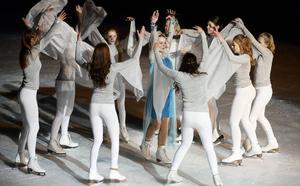 Ett av numren när Timrå konståkningsklubb visade upp sig var ur Disneyfilmen Frost. Elsa, i blå klänning, spelas av Natalie Elfström.
