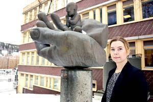 – Det är väl positivt att det kommer fram fler tjejer, säger Karin Everitt, vice chefsåklagare i Sundsvall, med anledning av att kvinnorna briljerar på universiteten.