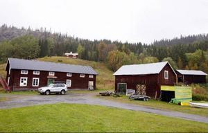Här är en del av Rolfs Jakobssons gård. Totalt har han elva hus på den.