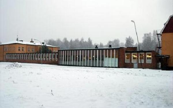 Byggnaden mellan de äldre skolorna inehåller bland annat matsal. Hela den delen ska rivas för att det ska byggas en tvåvåningsbyggnad på samma plats.Foto: Veronica Rigtorp