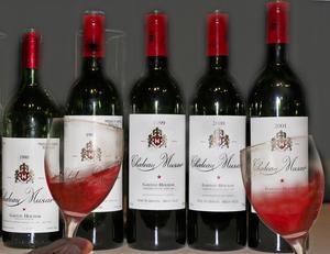 Libanes i fransk stil. Château Musar är ett mycket lagringsdugligt och spännande vin som görs traditionellt med endast naturlig jäst, knappt någon filtrering eller bakteriedödande svavel.