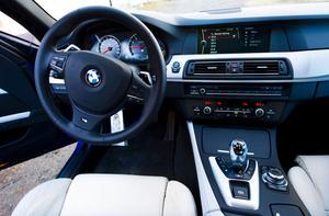Tre BMW-bilar i Bergshamra fick påhälsning av tjuvar.