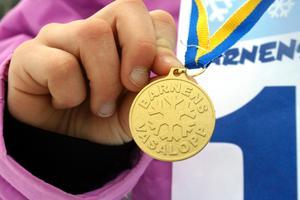 Efter 900 meter bjöds alla skidåkare på nyponsoppa och en egen medalj. Bild: JAN WIJK