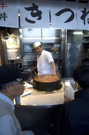 BILLIGT OCH Gott. Gatuköken i Tokyo är spännande för den som vill ta del av det nutida japanska köket.