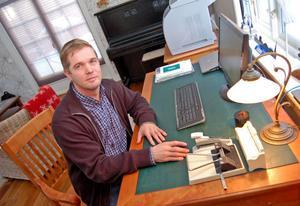 –Jag är nog ganska strukturerad och vill ha ordning, inte minst på mitt skrivbord. Men idéerna får jag när jag löptränar, säger Veli-Matti Heikkinen.