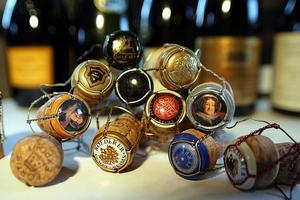 1) Smäller högst. Ingen dryck är festligare än champagne och annat mousserande vin när det ska firas. I Sverige har det aldrig sålts så mycket bubbelviner som nu – och allra mest köper vi till nyår. Foto: Sune Liljevall