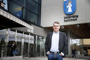 Håkan Buller (S), stadsbyggnadsnämndens ordförande, säger att det byggts för lite i Södertälje sedan 2006 men att det håller på att ändras nu.