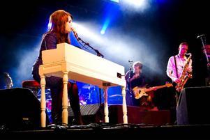 Linda Carlsson, som hon egentligen heter, har sex musiker med sig. Och vilka musiker sen!Foto: Joakim Rolandsson