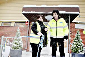 Åsa Nordgren, ansvarig för Storsjömässen och Petra Einarsson, VD för SMT klipper bandet.