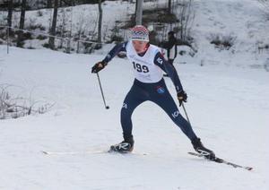 Jesper Persson, Åsarna IK, säkrade enda hemmasegern. Efter att ha vunnit de tre inledande deltävlingarna hade han en lugn resa under jaktstarten.