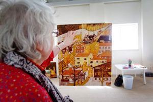 Ann Charlotte Hartman har bott i Åre sedan hon var 17 år och byn är ett återkommande motiv i hennes konst.