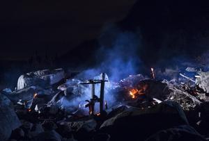 Lars Vilks omstridda konstverk Nimis vid Kullaberg i nordvästra Skåne skadades  svårt av en brand på torsdagskvällen.