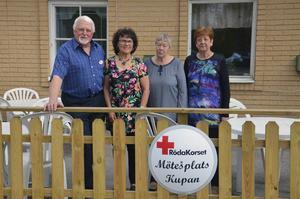 Jan Haglund, Gun-Britt Rotter, Sonja Högström och Sonia Kjaer är några av alla frivilliga som arbetar på Mötesplats Kupan.