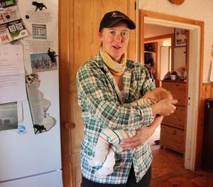 Malin Sundin med sex veckor gamle sonen Seb.
