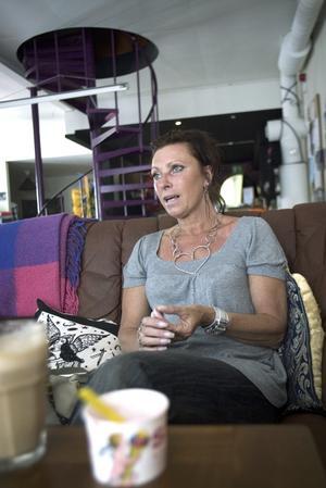Mindre smärta. Maud Kvarnström berättar att hon lever med kronisk smärta, men att det blivit väldigt mycket bättre sen hon slutade röka och snusa. Foto:Karin Rickardsson