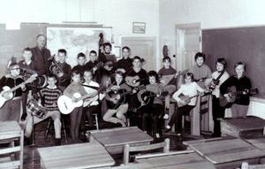 Klass 5 och 6 i Venjans skola. Eleverna är födda 1951-52.