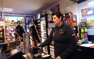 Maria Nylund driver Bollnäs nya spelbutik, som också är så kallat utlämningsställe för nätbeställningar.