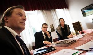 Per Åsling, Milko, är ordförande och Susanne Olofsson, sjätte AP-fonden, vice ordförande i interimsstyrelsen i det nybildade riskkapitalbolaget Ekonord. Närmast kameran syns Per Behm, chefsjurist Ica. Foto: Lars-Eje Lyrefelt