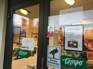 Butiken fick stänga igen. Men det skedde inte förrän ett par timmar efter rånet.
