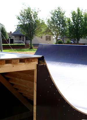 Bullerproblem. Att bygga ett så kallat bullerplank är inget alternativ enligt grannarna.
