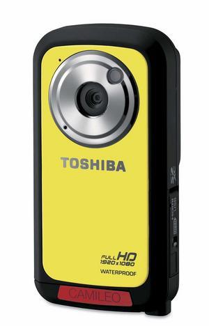 l Toshiba BW10. Toshibas lilla och tuffa hd-videokamera är gjord för semesteräventyr. Den tål att vara två meter under vatten, klarar blötsnö och damm. Kameran är bara ungefär 2 centimeter tjock, 5 centimeter bred och 10 hög och väger under 100 gram, men lyckas ändå filma i full hd. Har bara 8 mb inbyggt minne, men klarar minneskort upp till 64 gb. Mer för den som vill filma än fota.Prisintervall: 870–1 995 kronor.