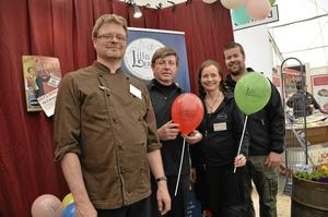Tre i ett. Lerbäcksföretagare har gått samman under namnet, Lilla Lerbäck. Från vänster Ulf Klasson, René Rijns samt Jenny och Johan Gille.BILD: JESSICA HENULIN
