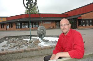 PROJEKTLEDARE. Mattias Bengtsson har anställts på ett år för att bygga upp ett ungdomsnätverk i Älvkarleby kommun.