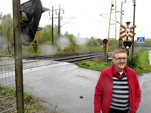 Gävle Västra vid Tolvfors blir utgångspunkt för det runt fyra mil långa dubbelspår som ska byggas upp till Bergby. För regionalpolitikern Kenth Lövgren är Trafikverkets framtidsplan en besvikelse. Han vill se ett dubbelspår efter hela ostkusten, vilket skulle gagna både arbetsmarknad och näringsliv.