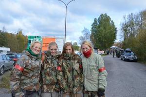 Helena Källström, Sigrid Nordström, Ragna Nordström och Anna Lundvik från Uppsala är några av de få tjejer som är med i scenariospelet. -Men vi blir fler för varje år, säger de.