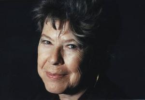 """Feministikon. Författaren Marilyn French, 79, avled av en hjärtattack i sitt hem på Manhattan i New York i helgen. Hon väckte en gång enorm debatt med romanen """"Kvinnorummet""""."""