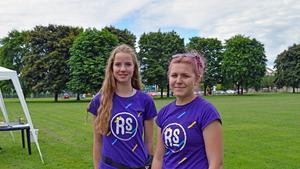 Emma Berglund och Felicia Ryman varvade spa, massage, håruppsättningar med vattenkrig när de tre veckor under sommaren 2016 drev sitt företag.
