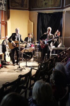 Törnqvist Band ledde allsången ledigt och stadigt.