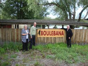 Maud Svensson, Lelle Johansson och Gunnar Collander vid den ovårdade boulebanan i Drottningholm.Bild: Astor Waldemarsson