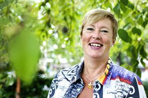 """FÖRÄLSKAD. Landstingsrådet Eva Tjernström tycker att det känns skönt att fylla 50. """"Jag har så mycket att se fram emot, jag är frisk, har ett spännande jobb, är förälskad och i början av nästa år ska jag bli mormor."""""""