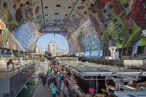 Nederländernas nya spektakulära byggnad innehåller både en matmarknad och lägenheter.