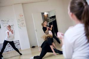 De mest dramatiska och bärande scenerna har valt ut ur boken för att gestaltas i dansen.